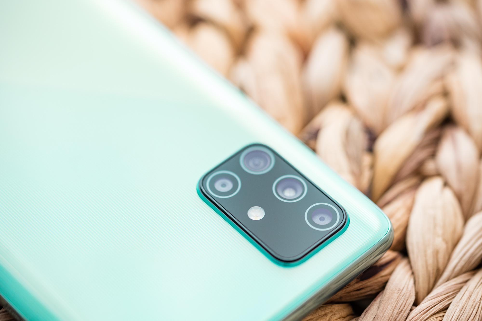 100 ere bai GB internet hilean eta Samsung smartphones prezio onetan.  Sustapen kanpaina hasi da UPC Polska-n