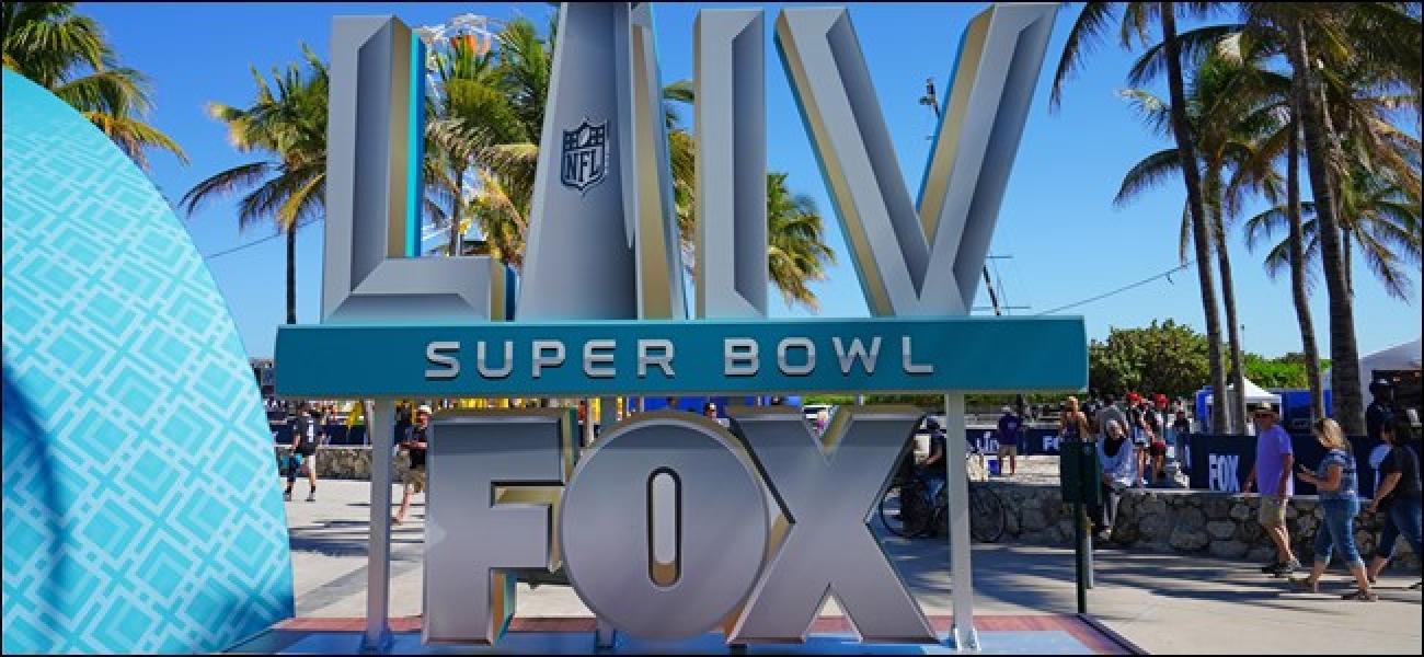 Nola ikusi Super Bowl 2020ko iragarkiak eta erdibideko ikuskizuna