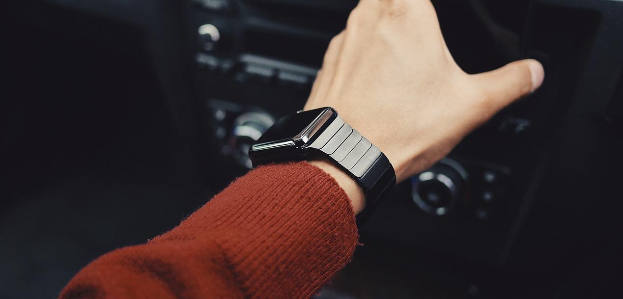 Xiaomiren lehen smartwatch gehiegi dirudi? to Apple Watch