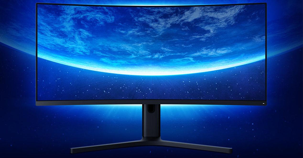 Hau merkatuan dagoen monitore kurbatu eta merkeena da eta Xiaomirena da, noski