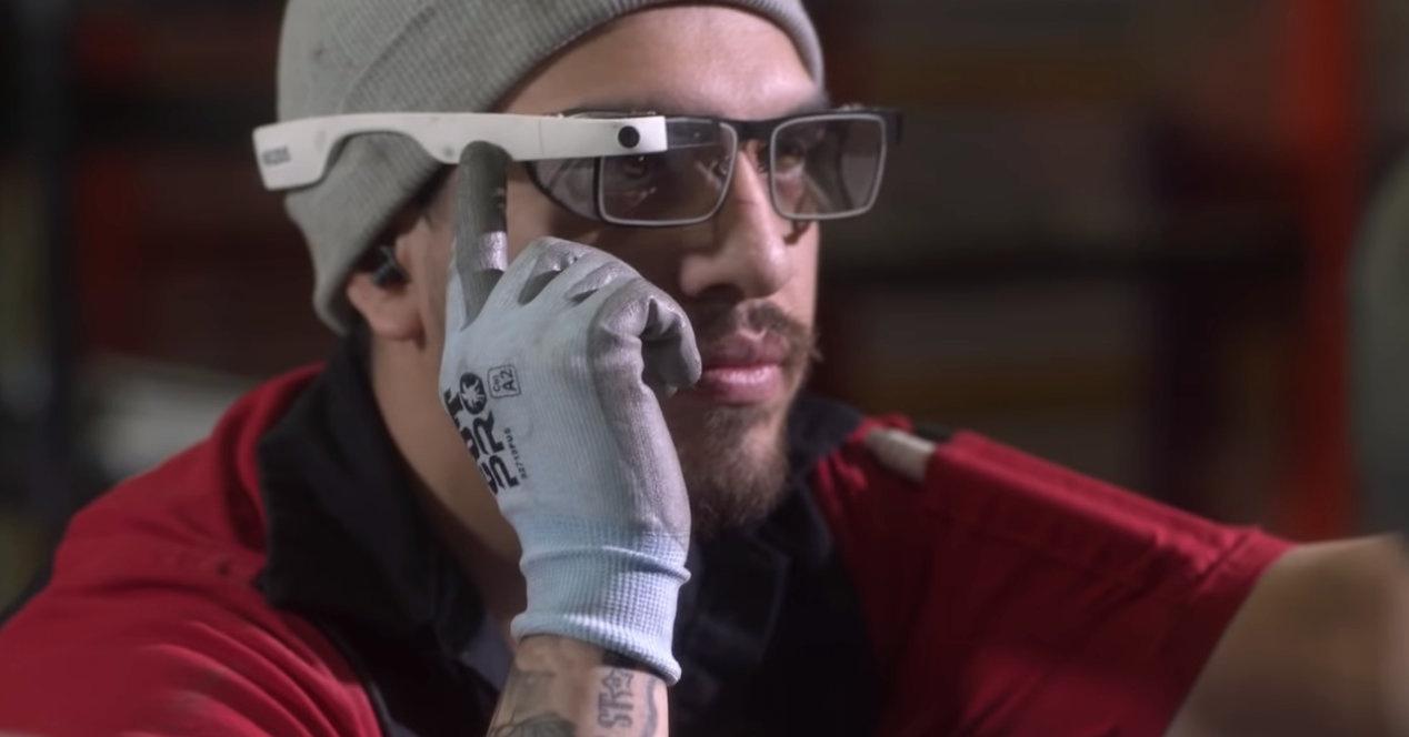 Google Glass oraindik ere bizirik eta eguneratuta daude, baina enpresentzako arreta mantendu