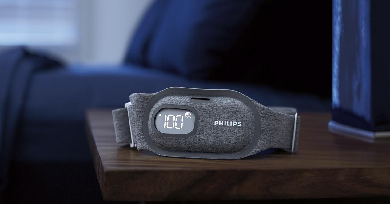 Snoring Relief Band-ek nola funtzionatzen duen, zurrumurruak uztea eragin nahi duen Philips taldea