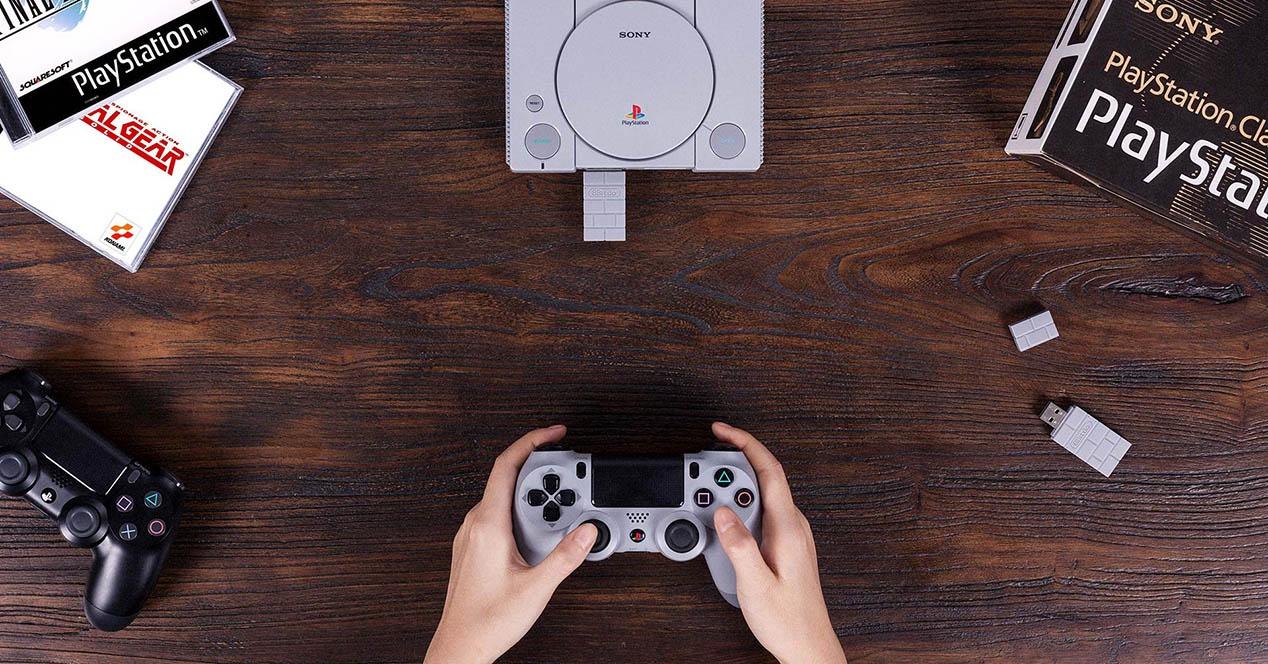Haririk gabeko kontrolak PlayStation Classic-ri esker 8BitDo-ri esker
