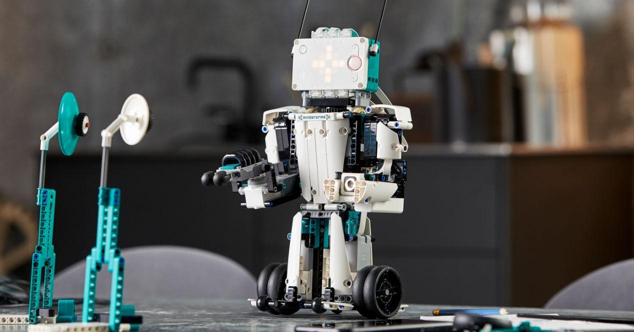 Sortu zure robota LEGO MINDSTORMS Robot Inventor-ekin