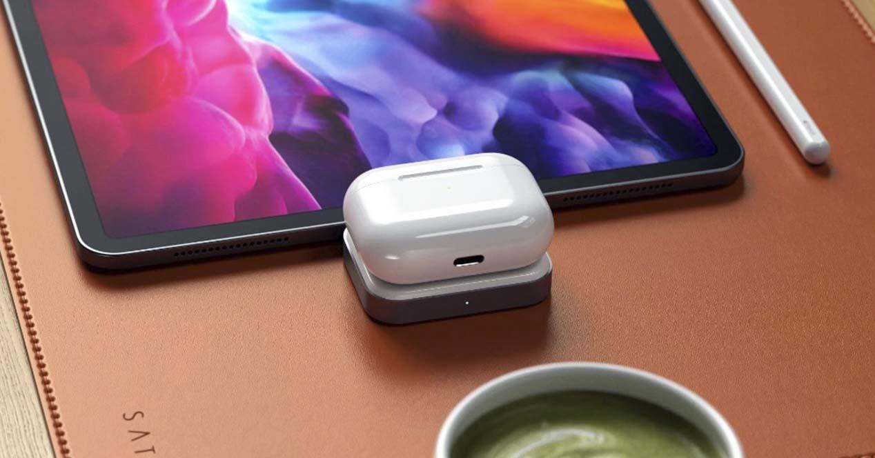 Mac eta iPaderako kai hau zure AirPodak kargatzeko aproposa da