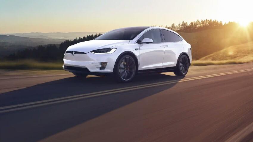 Tesla erabiltzaileen datu pertsonalak arriskuan daude