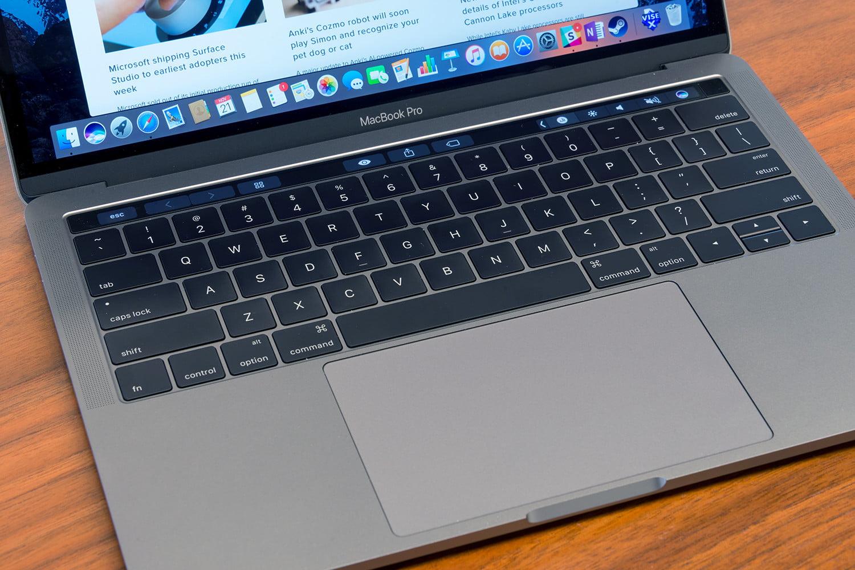 MacBook Pro 14 hazbeteko modelo berria kaleratzeko data berritu dute