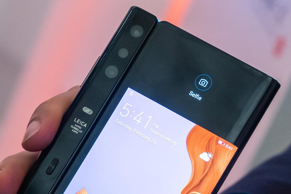 Huawei Mate Xs telefono tolestigarria 5G laguntzarekin sartu da!