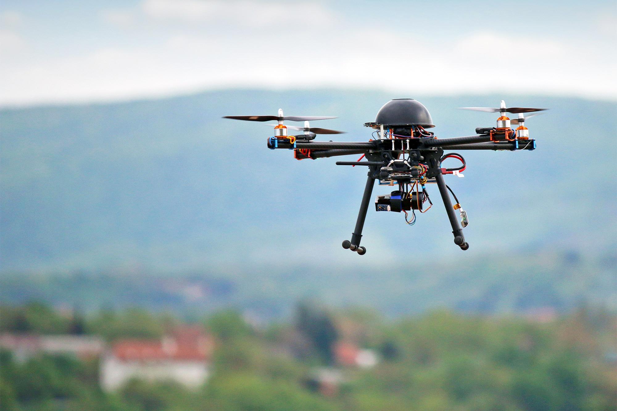 Adimen artifizialeko dronearekin falta diren pertsonak topatuko dituzte