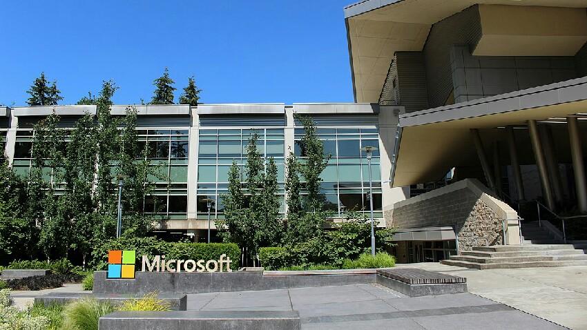 Microsoft-ek estrategia aldatuko du