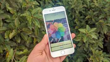 Zer gertatzen da argazkiak iPhone-tik ezabatzen dudanean