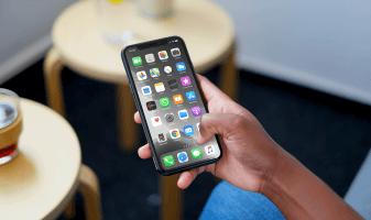 Zergatik iPhonek deskargatzen ditu bere aplikazioak eta nola gelditu