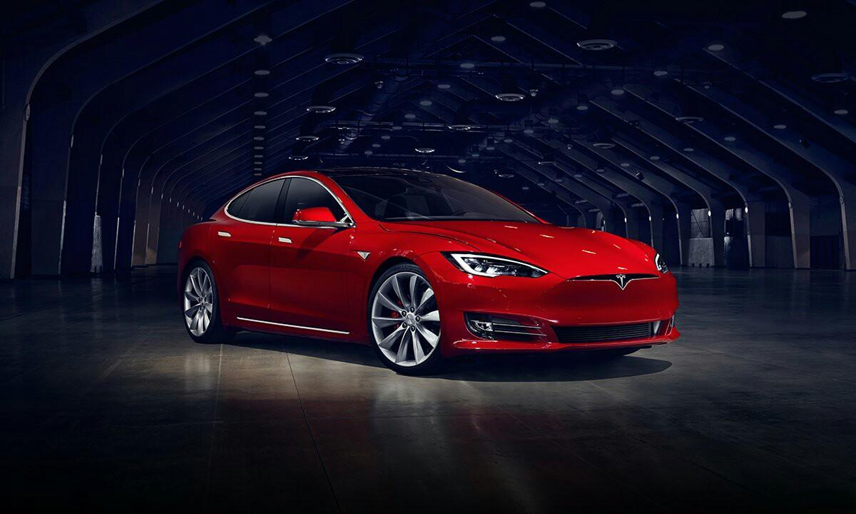 Tesla kendu zuten auto fidagarrienen zerrendatik
