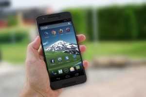 Bi kontu onenak telefono zahar bat Google kontu batetik kentzeko