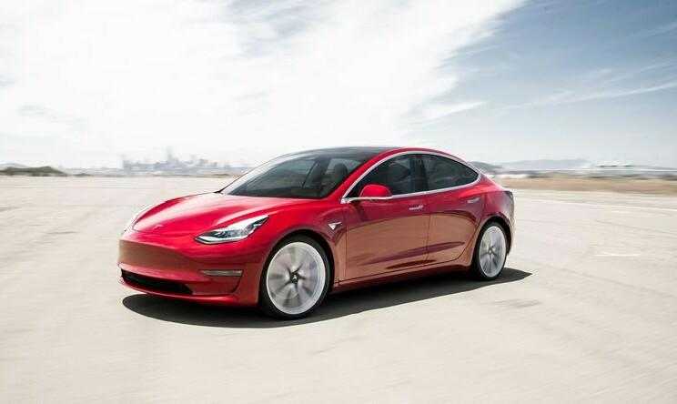 Tesla piloto automatikoen sistemak konfiantza ematen al du?