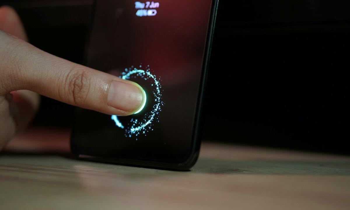 Huawei teknologia berriak probatzeko LCD pantailetan