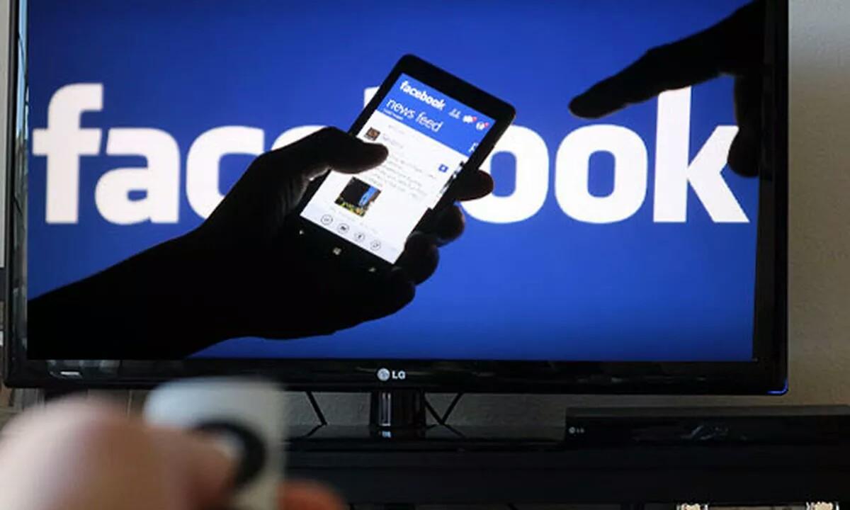 Facebook ospea handituko du hedabideen konpainiekin