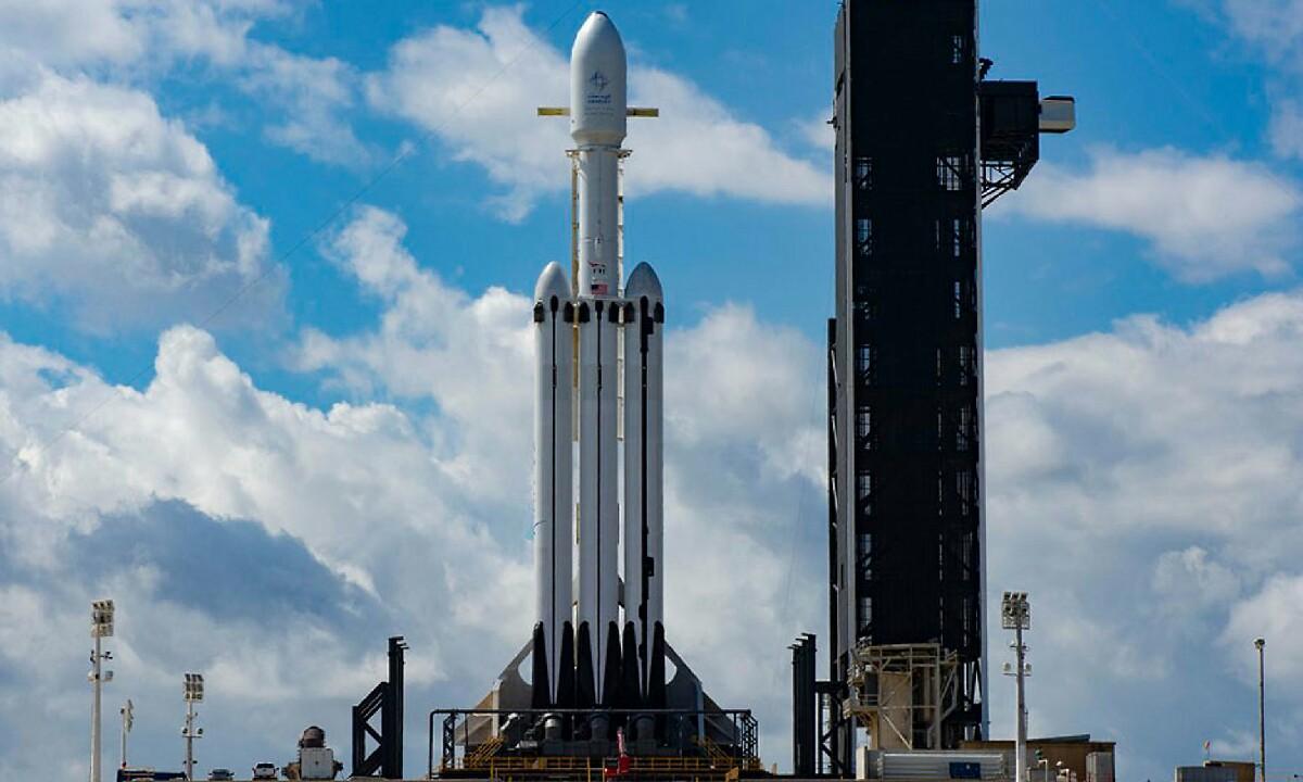 SpaceX-ek Israelen satelitea abiarazteari utzi zion