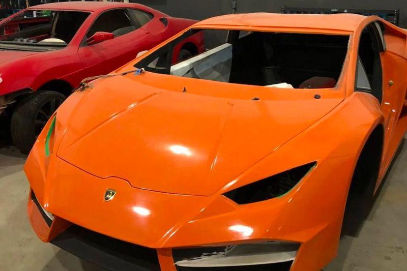 Aita semea Ferrari faltsuak ekoizten eta Lamborghini harrapatu!