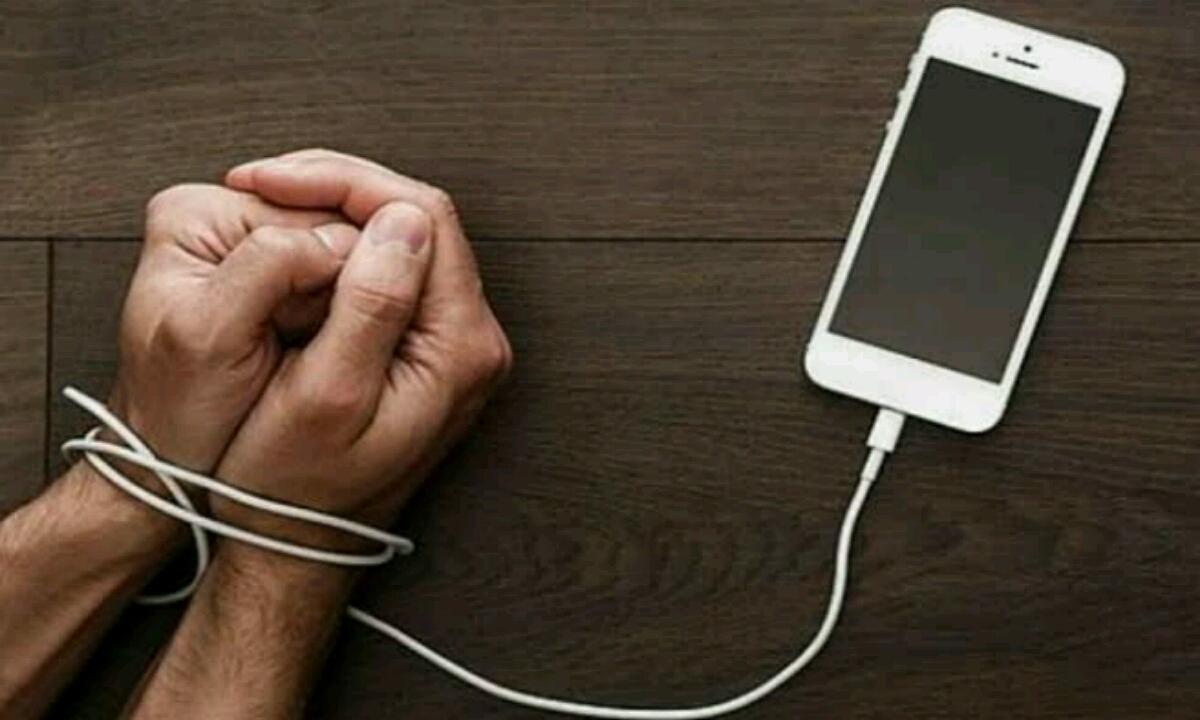Parlamentuak neurriak hartzen ditu teknologiaren mendekotasunaren aurka