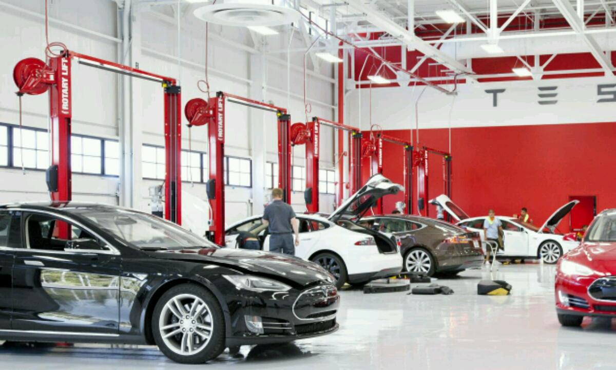 Tesla denda batzuk itxi daitezke!
