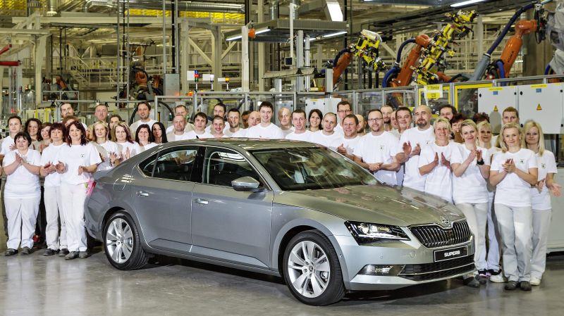 Skoda Superb-ek 500.000 produkzio ikusi ditu Europan SUV presioa handitu den arren!