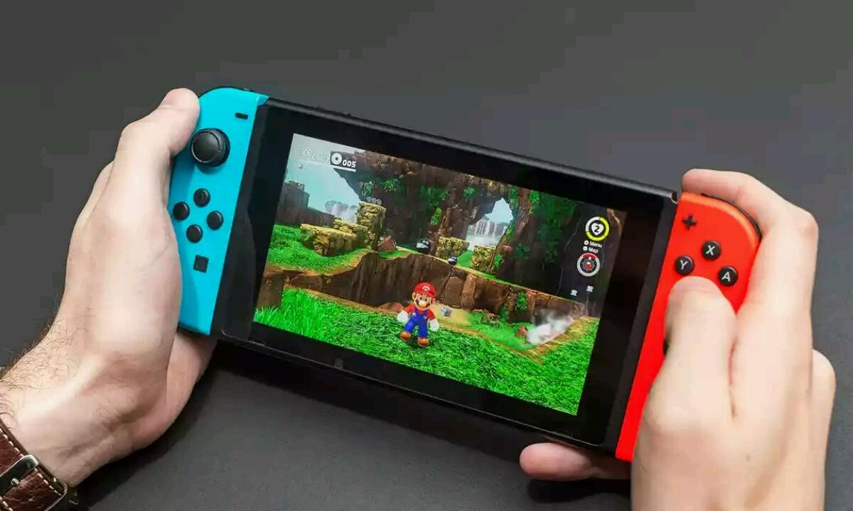 Nintendo, bi berri, bata merkea eta garestia Switch eredua aterako du