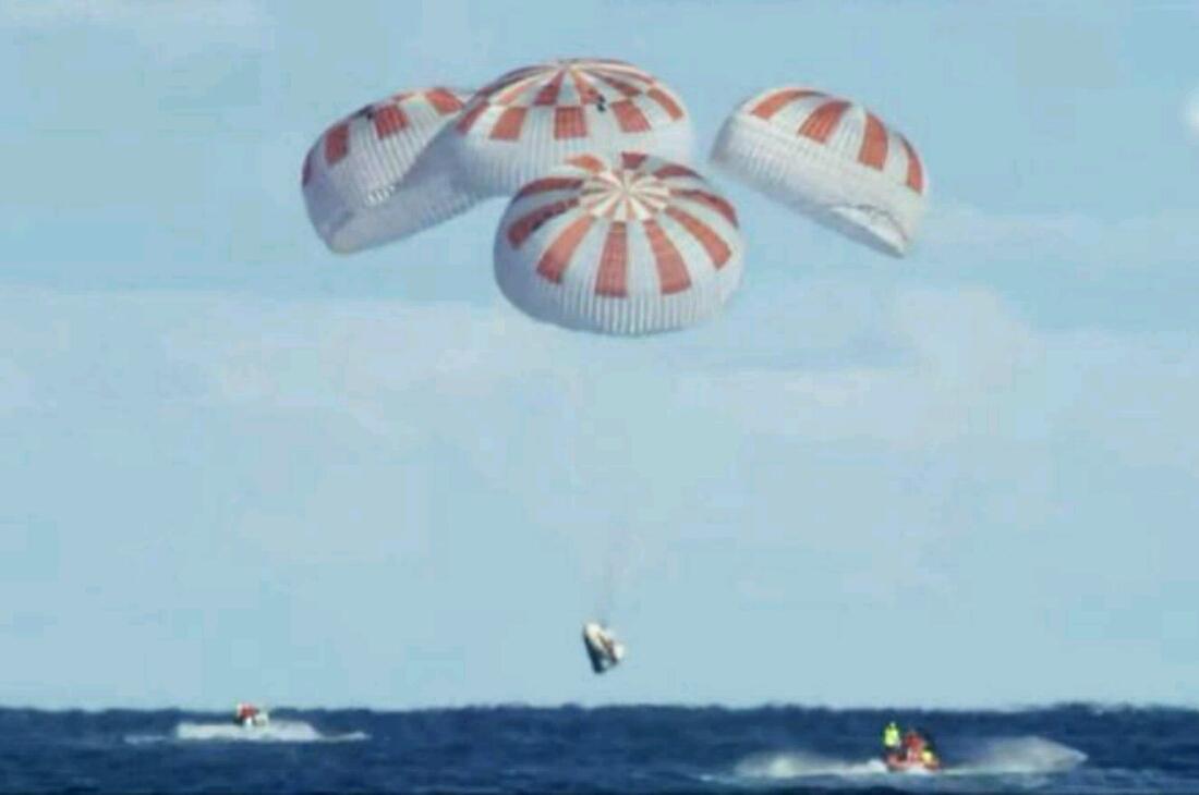 SpaceX-en Crew Dragon kapsulak bere misioa osatzen du