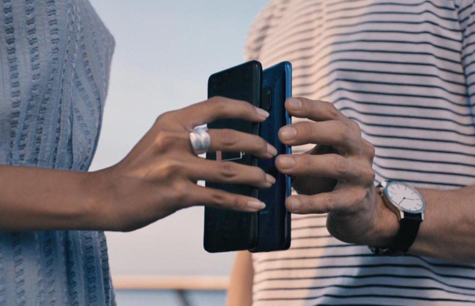 Samsung Galaxy S10 haririk gabeko kargak beste telefonoak kobratuko ditu