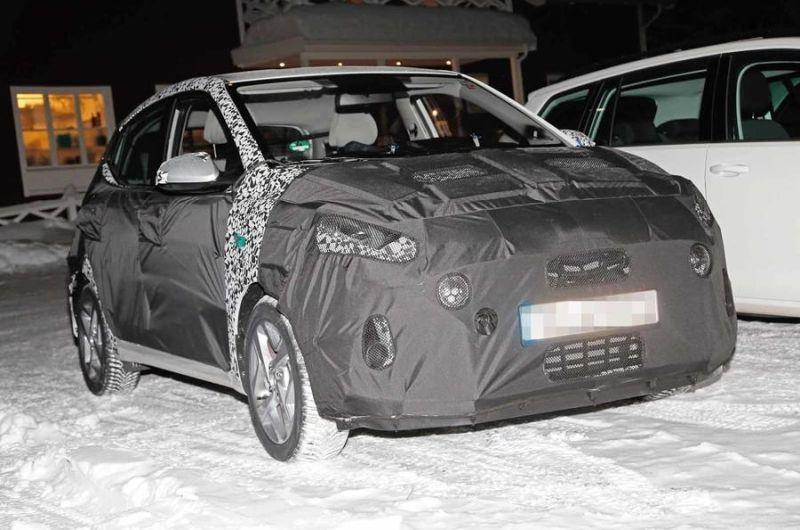 Hiriko auto txiki bat lekuan zailena den Hyundai i10 izan daiteke: neguko proba gogorretan!