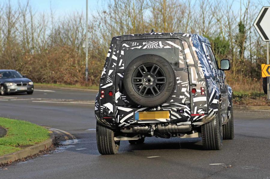 Oraingoan, Land Rover Defender lurretik kanpo ikusi zen!