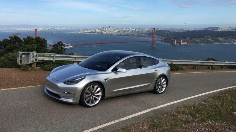 Tesla eredua 3 Europako sedan trinko onenak zuzenduko ditu!