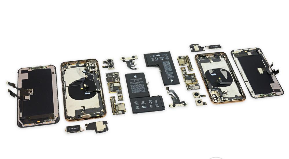 iPhone Xs Max zatitan zatituta!