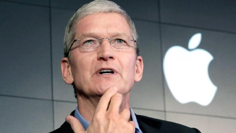 Tim Cook, Apple bere langileen begietatik erori zen