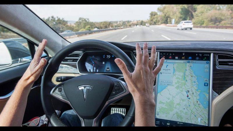 Tesla automatikoki erabat autonomoa izango da!