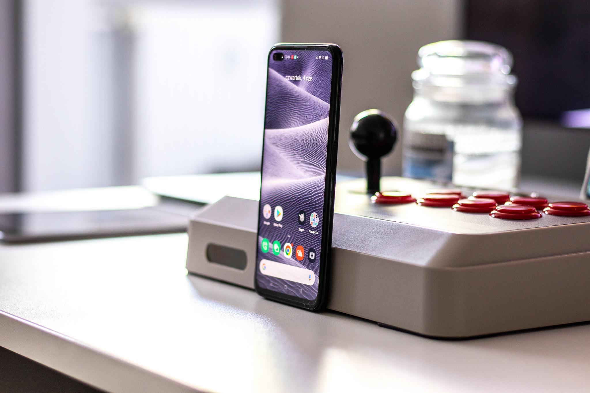 Erreinua 6 90Hz-eko pantaila estandar gisa smartphone merkeago batentzat - berrikuspen bat