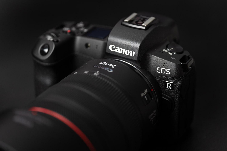 Lente merke sorta prestatzen ari da Canon.  EOS R sistema askoz ere merkeagoa izango da
