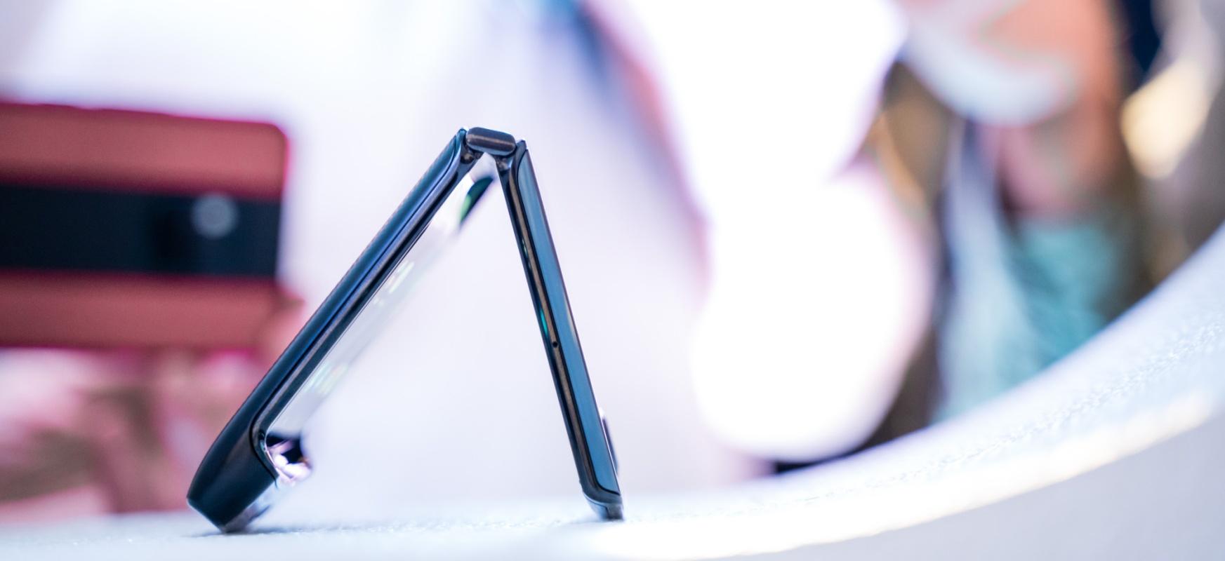 Motorola Razr 2 irailean estreinatuko dute.  Horra hor estreinatu baino lehen berarekin ezagutzen dugun guztia