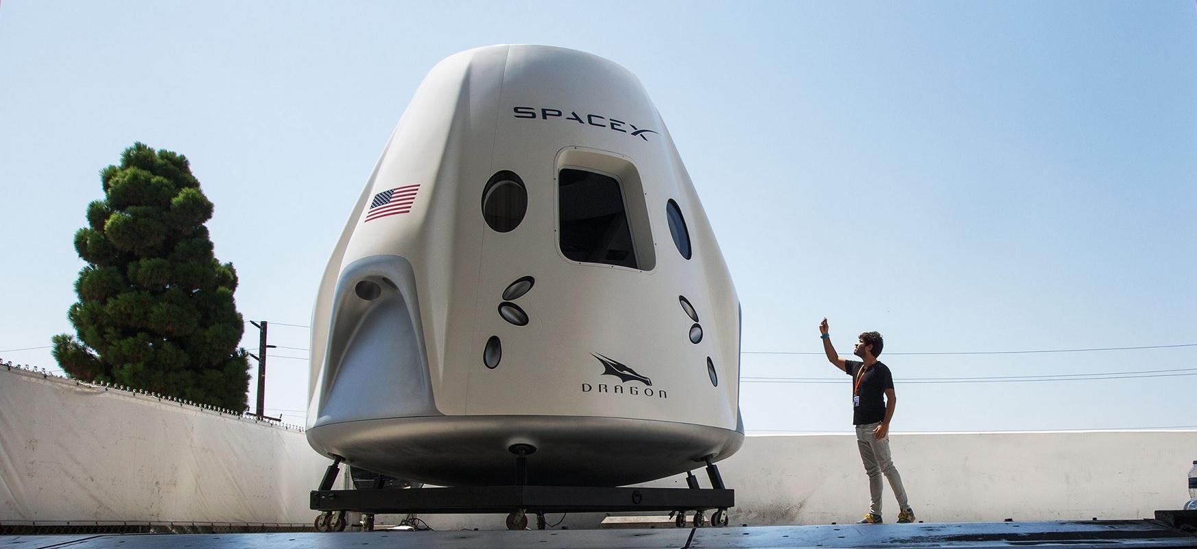 SpaceX-ek astronauta pare bat bidali behar ditu orbitara, eta Lurrera eraman behar ditu segurtasunez