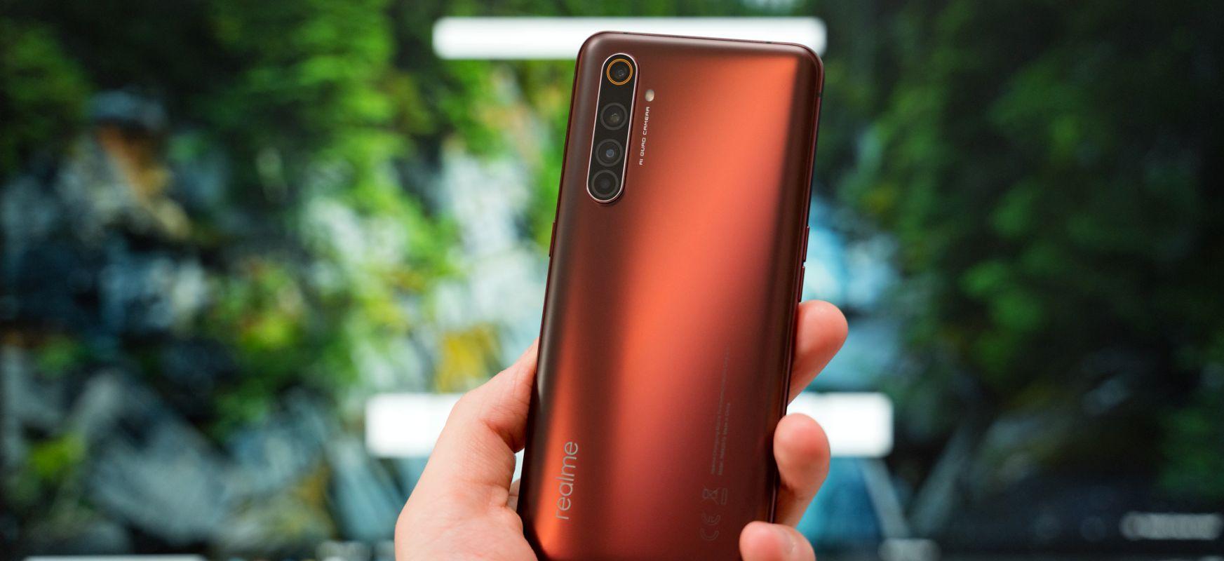 Telefonoaren lehen marka merezi duten osagaiak Xiaomi Mi baino 10 merkeagoak dira. Realme X50 Pro 5G - lehen inpresioak