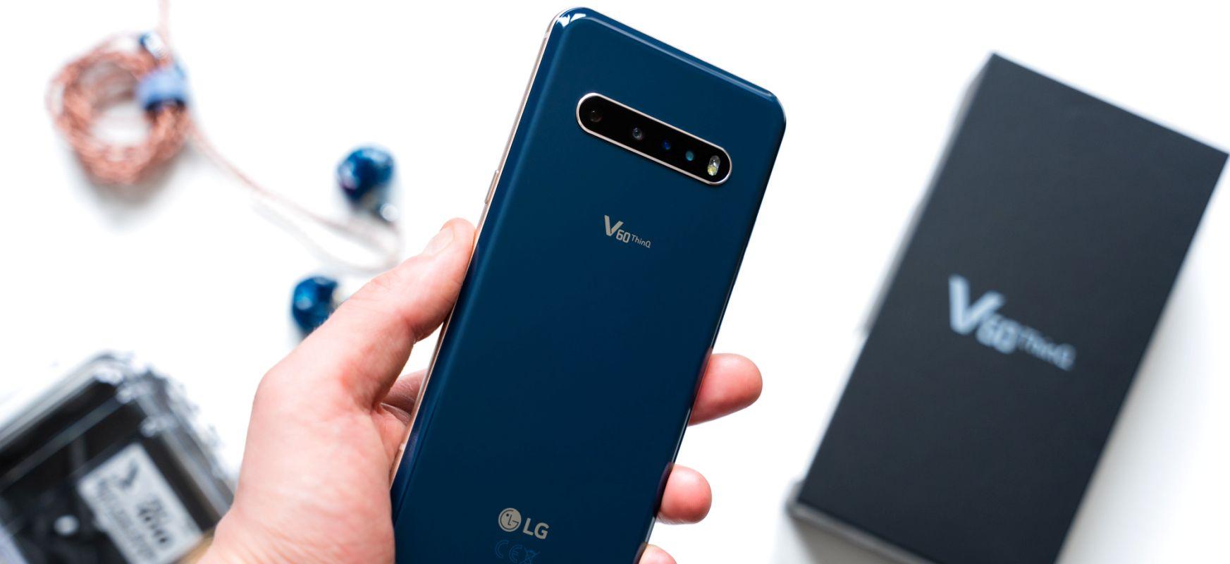Smartphone hobeak ditut mahaian, etxean sentitzen nintzen horrekin.  LG V60 ThinQ 5G - lehen inpresioak