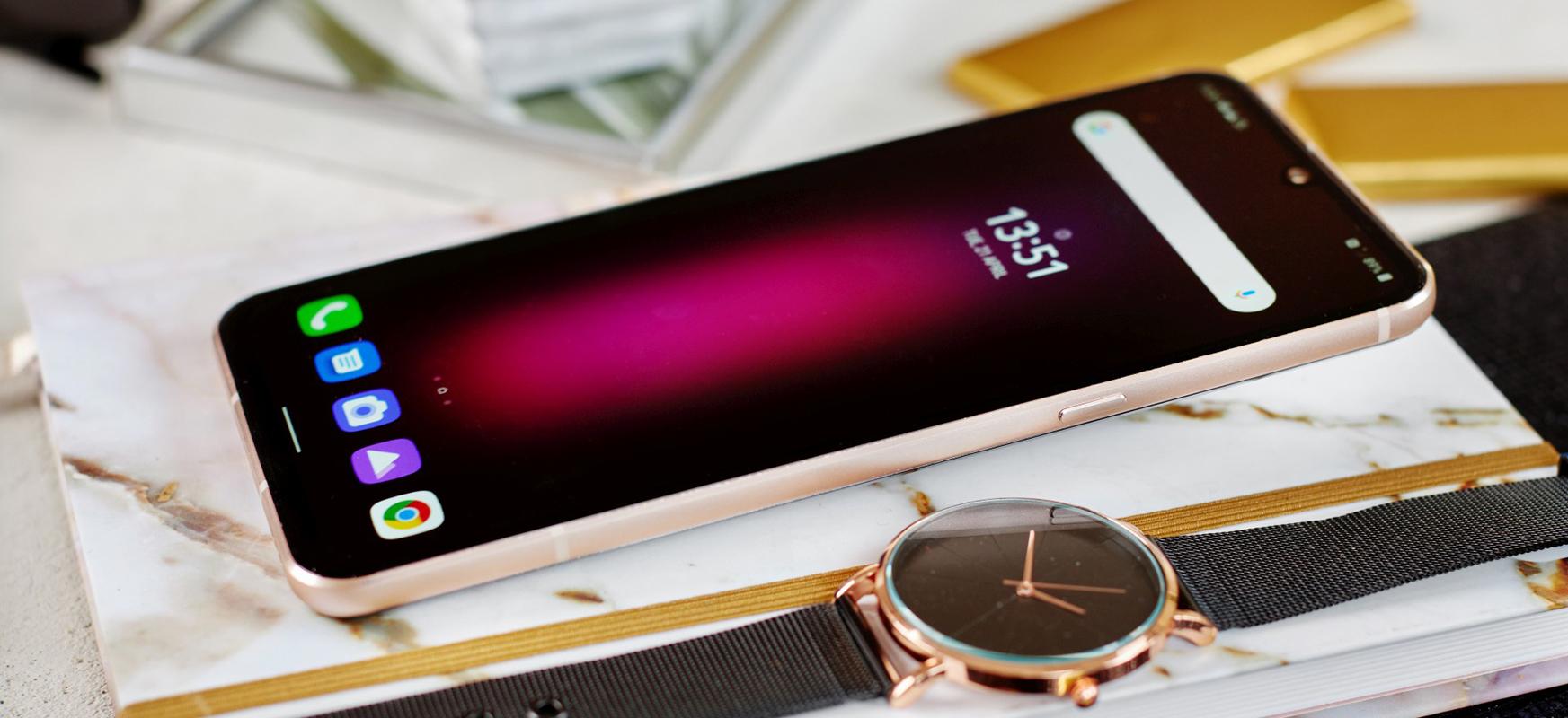 LG V60 ThinQ 5G Polonian.  LG K serieko modelo berri eta merkeak ere badaude