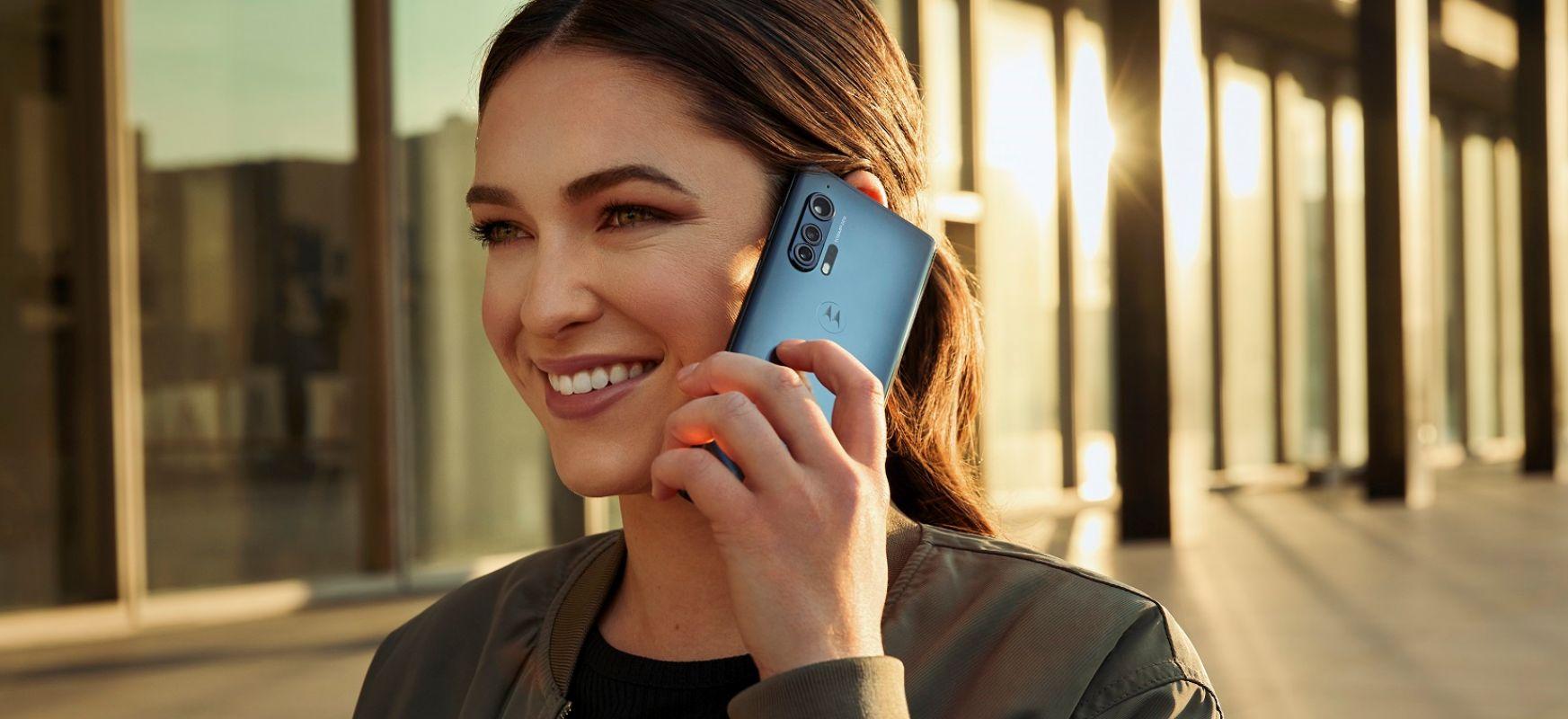 Motorola goiko apaletara itzultzen da, estilo bikainarekin eta prezio bikainarekin.  Hauek dira Motorola Edge eta Motorola Edge +