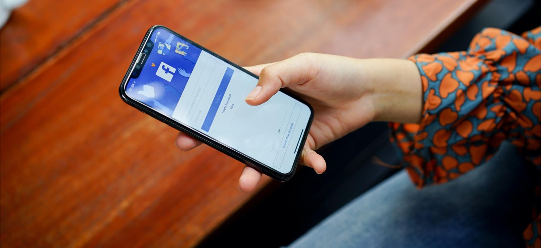 Facebook jokalarien atzetik doa.  Gaming aplikazio berria Twitch lehiaketa da YouTube'eta