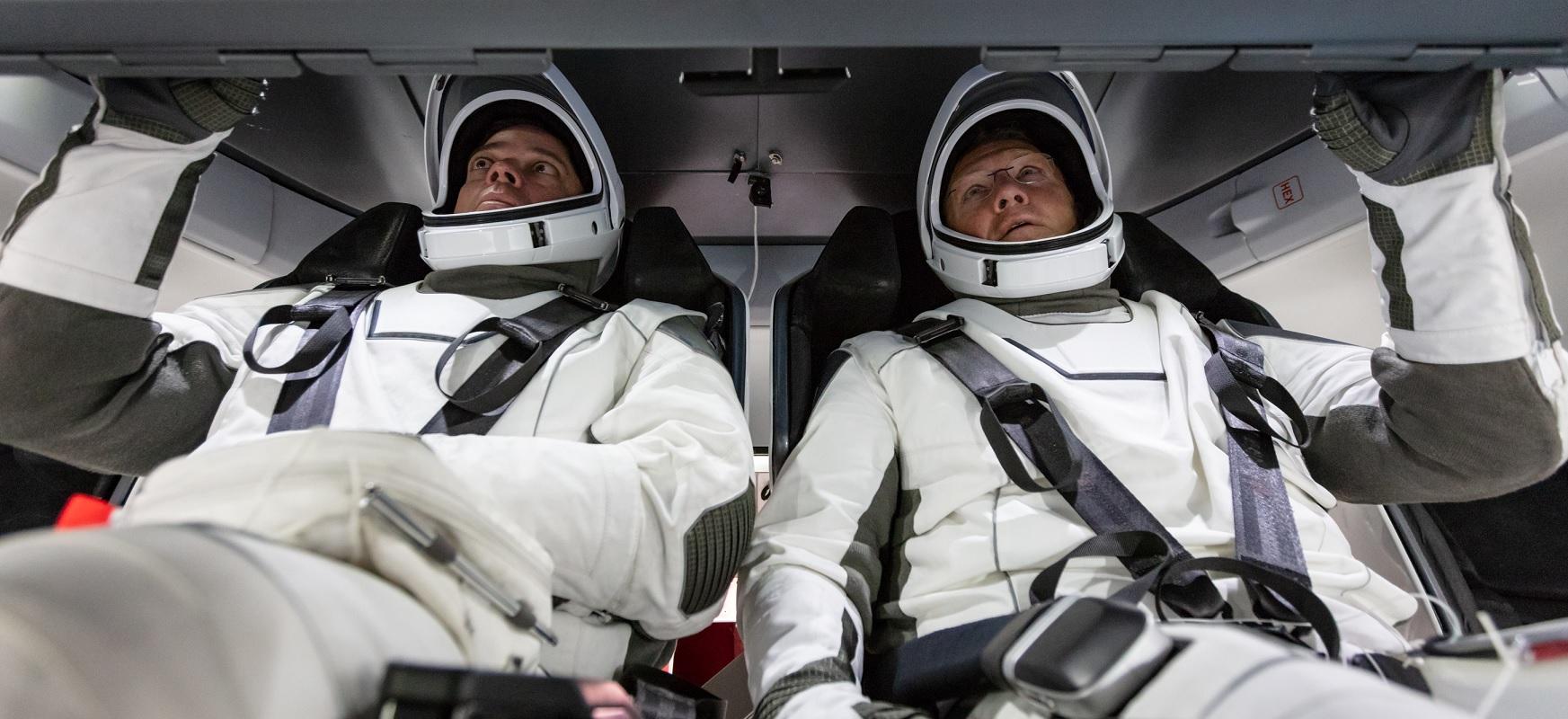 SpaceXek astronautak orbitan eramango ditu.  Lehen hegaldiaren data hor dago jada