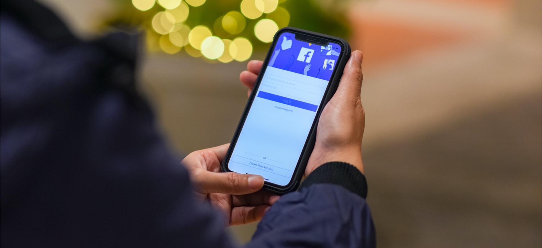 Azkenean, Facebook aplikazioa esku batekin erabil dezakezu.  Hori da menu berria