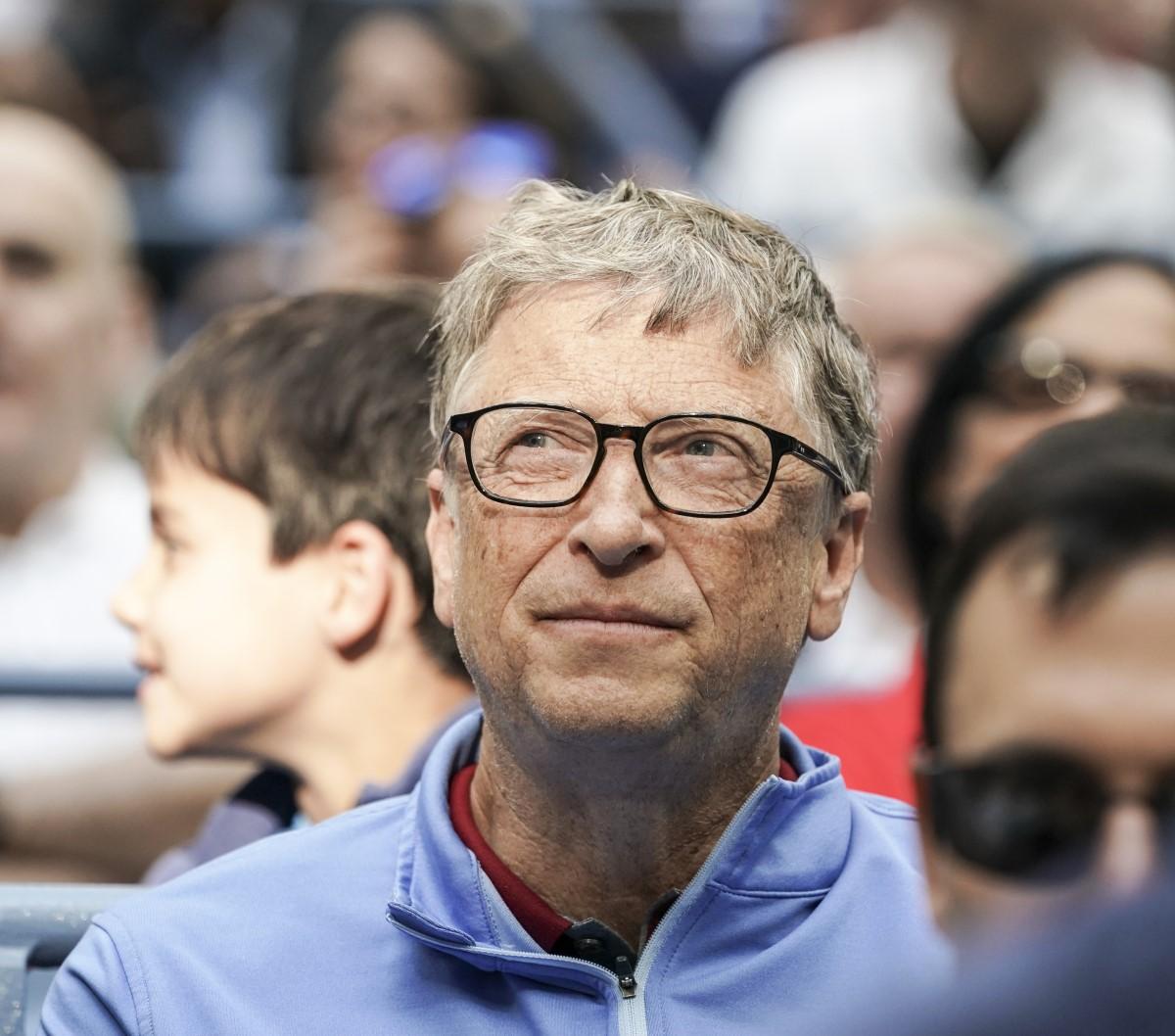 Bill Gates koronavirusari buruzko bere pentsamenduak ditu.  Gida bat argitaratu zuen