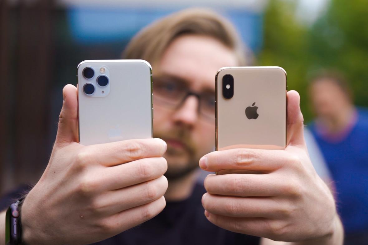 Tximista konektorea duen iPhonea dator.  USB-C gabe.  Inongo porturik gabe