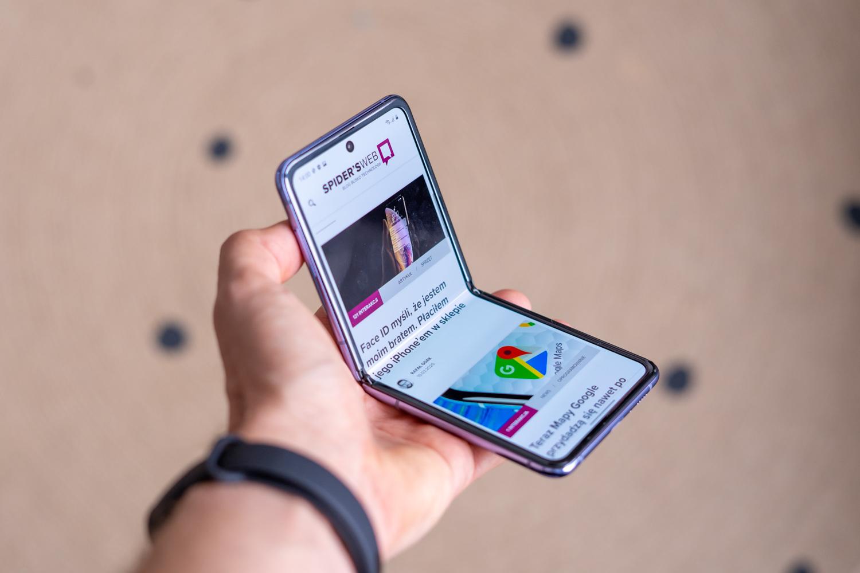 Samsung Galaxy Flip gure eskuekin.  Azkenean zerbait berria!