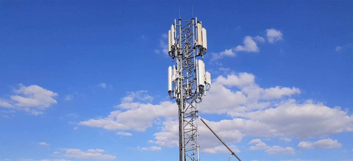 Orangek 5G probak hasi ditu Lublinen.  Nire telefonoa 700 Mb / s-ra azkartu da